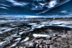 Lac congelé dans la nuit orageuse Photographie stock libre de droits