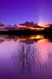 Lac, coucher du soleil et herbe, Beaujolais, France Photos libres de droits