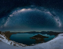 Lac crater avec milkyway Photos stock