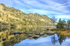 Lac d ` Aubert w Neouvielle masywie Zdjęcie Stock