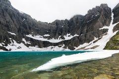 Lac d'iceberg de glace au parc national de glacier Image stock