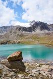 Lac dame Djailoo de montagne en Kichik-Alai Image stock