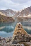 Lac dame Djailoo de montagne en Kichik-Alai Image libre de droits