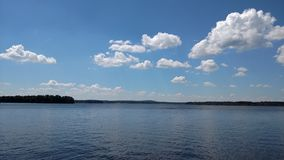 Lac dans l'été photographie stock