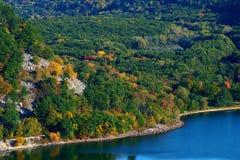 Lac dans l'automne Photographie stock libre de droits