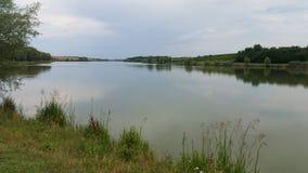 Lac dans l'endroit non urbain photo stock