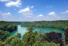Lac dans la forêt Photographie stock libre de droits
