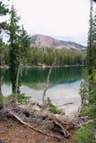 Lac dans la région sauvage image stock