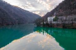 Lac dans la vallée Photo libre de droits