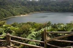 Lac dans le cratère Image libre de droits