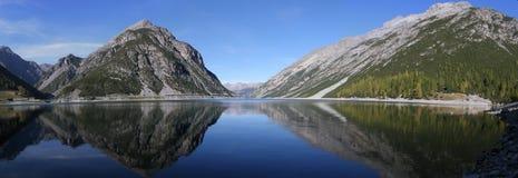 Lac dans les alpes Image stock