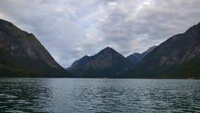 Lac dans les Alpes clips vidéos