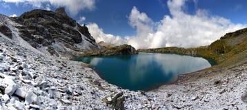Lac dans les Alpes suisses - Schotensee Images stock