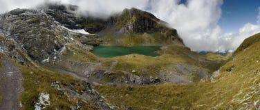 Lac dans les Alpes suisses - Wangser voient Photos stock