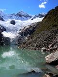 Lac dans les Andes centraux photos stock