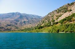 Lac dans les collines Images stock