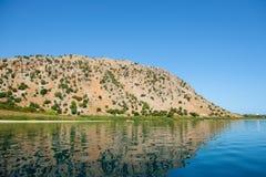 Lac dans les collines Image stock