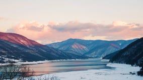 Lac dans les collines Photos libres de droits