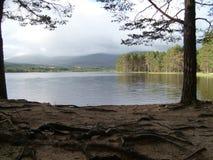 Lac dans les montagnes écossaises photographie stock