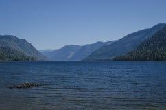 Lac dans les montagnes Photos stock