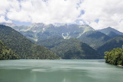 Lac dans les montagnes Photo libre de droits