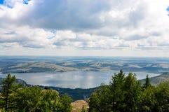 Lac dans les montagnes Images stock