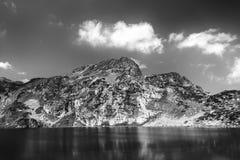 Lac dans les montagnes Photographie stock