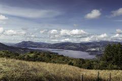 Lac dans les montagnes des Andes Images stock