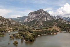 Lac dans les montagnes des Pyrénées Image stock