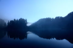 Lac dans les Pyrénées photos stock