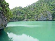 Lac dans les roches 2 Photo stock