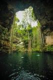 Lac dans une caverne Image libre de droits