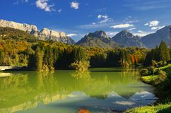 Lac de Barcis (Friuli Venezia Giulia) Italie photographie stock libre de droits