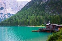 Lac de Braies sur les dolomites, Italie Photos stock