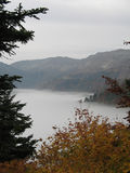 Lac de brouillard Photo stock