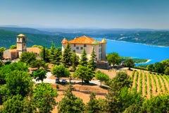 Lac de château d'Aiguines et st Croix à l'arrière-plan, Provence, France, l'Europe image stock