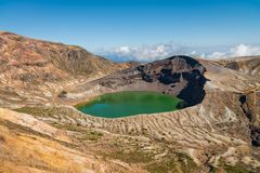 Lac de cratère d'Okama au secteur de montagne de Zao photos stock