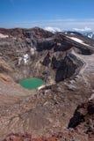 Lac de cratère de Gorely's deuxièmes et glacier impressionnant d'it's ci-dessus photo libre de droits