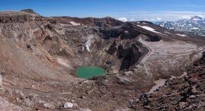 Lac de cratère de Gorely's deuxièmes et glacier impressionnant d'it's ci-dessus image libre de droits