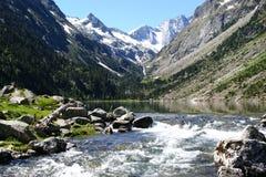 Lac DE Gaube & Pyrenean bergen stock fotografie