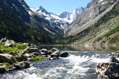 Lac de Gaube u. Pyrenean Berge stockfotografie
