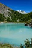 Lac de montagne d'Alpes Images libres de droits