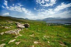 Lac de montagne de Tabatskhuri en Géorgie Image stock