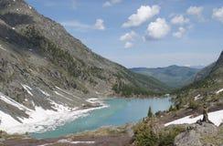Lac de montagne de Kuiguk, République d'Altai Photographie stock