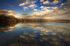 Lac de Ragogna Italie images libres de droits
