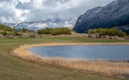Lac de Siguret près d'Embrun - Hautes-Alpes - la France photo libre de droits