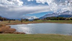 Lac de Siguret près d'Embrun - Hautes-Alpes - la France photos stock