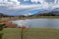 Lac de Siguret près d'Embrun - Hautes-Alpes - la France photos libres de droits