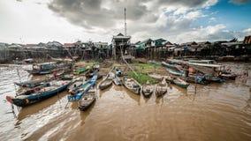 LAC de TONLE SAP, CAMBODGE, le 7 décembre 2015 : - Firsherman chez Kompong Khleang, un village au lac sap de Tonle le 29 juillet  Image stock