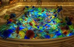 Lac des fleurs en verre photos stock